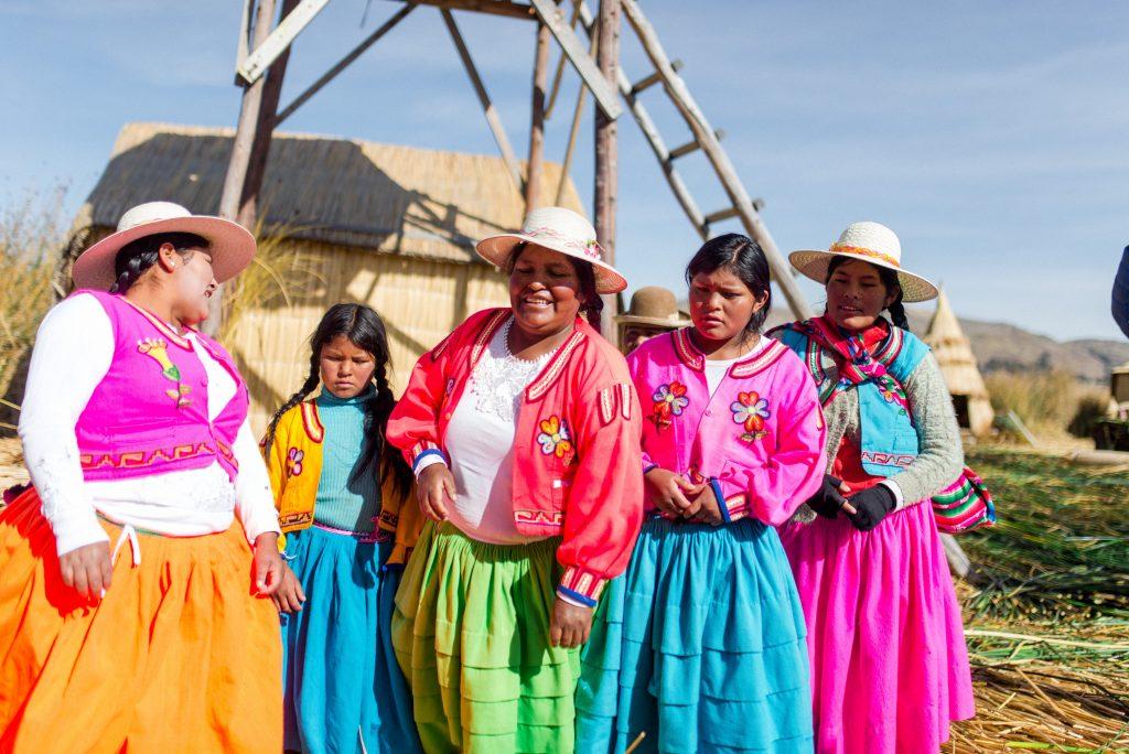 Women talking in Peru